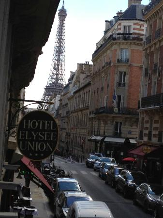 Hotel Elysees Union: view of Eiffel tower out our window