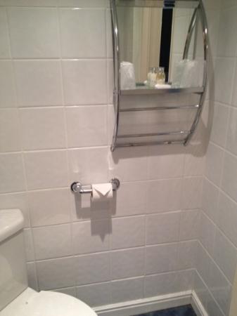 The Manor Hotel: Bathroom