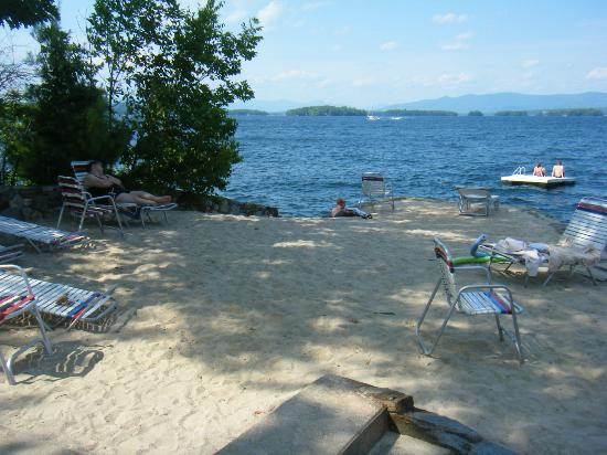 Belknap Point Inn: beach