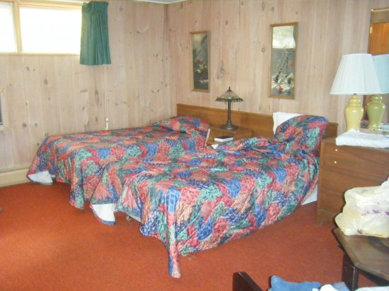 Belknap Point Motel: Room