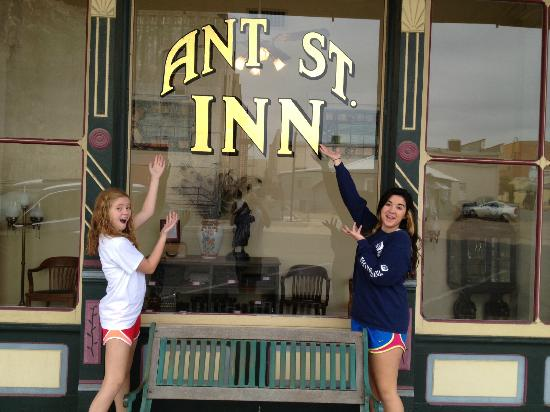 Ant Street Inn: Front of the Inn