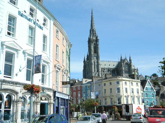 WatersEdge Hotel: Charming seaside town and cathedral