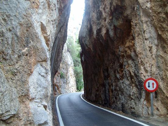 Canyon de la Calobra : Cuidado por aqui solo cabe un coche
