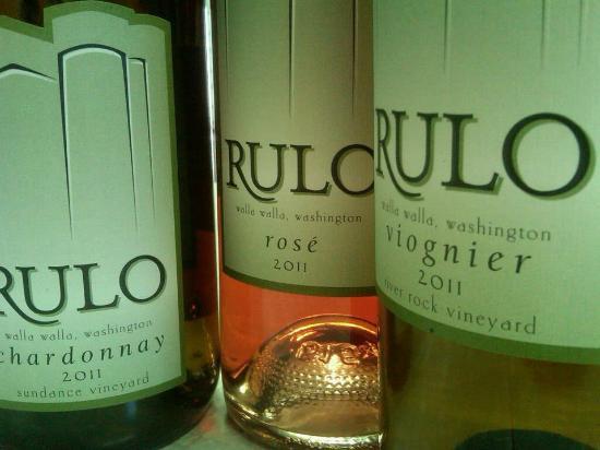 Rulo Winery: Rulo bottles