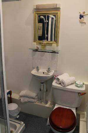 Davaar: Bathroom