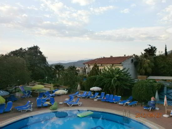 Destina Hotel: around the pool