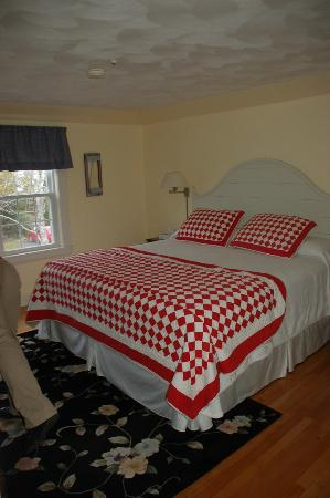Newagen Seaside Inn: Bedroom with suite (see suite photo)