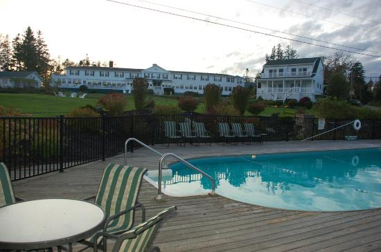 Newagen Seaside Inn : Inn from pool area