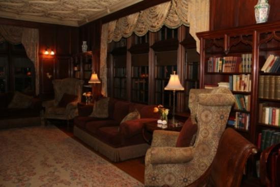 كاسل هيل ريزورت آند سبا: Main Floor Library