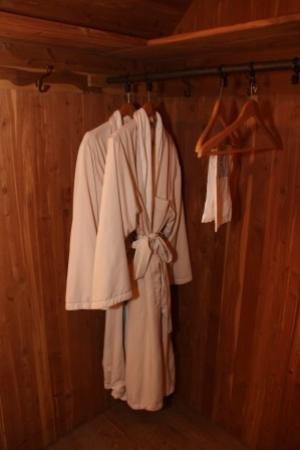 Castle Hill Resort And Spa: Walk in Closet & Bathing Robes