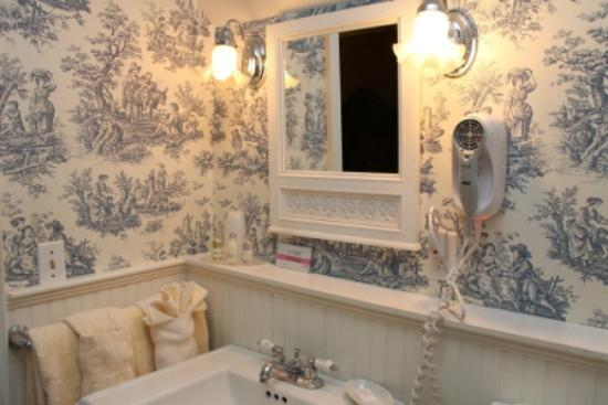 Castle Hill Resort And Spa: French Style Bathroom