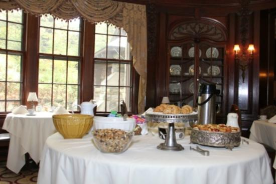 Castle Hill Resort And Spa : Breakfast Buffet $9.95