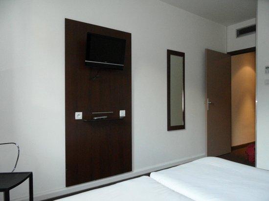 Hôtel Le Mokca : la chambre +TV