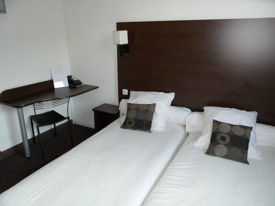 Le Mokca: la chambre et le bureau