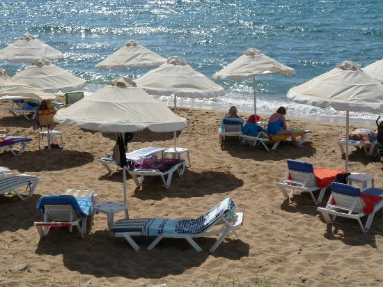 Matina Pefkos Aparthotel: beach