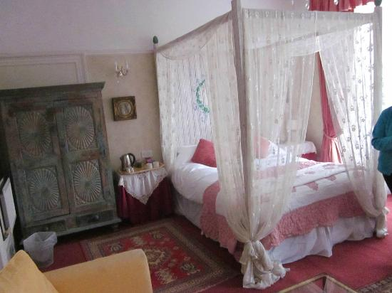Churchill Guest House: Clementine Room