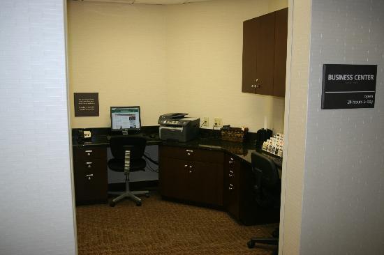 Hampton Inn Garden City: New Business Center