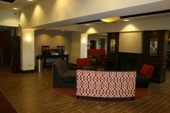 Hampton Inn Garden City: Lobby