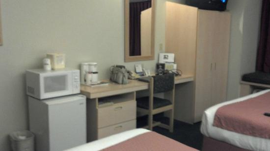 Microtel Inn & Suites by Wyndham Modesto Ceres: Desk area