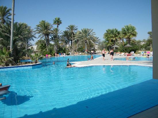 Zita Beach Resort: piscine 2