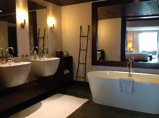 Abaca Boutique Resort: Spa villa bathroom