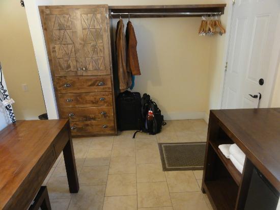 Mount Princeton Hot Springs Resort: Cliffside room