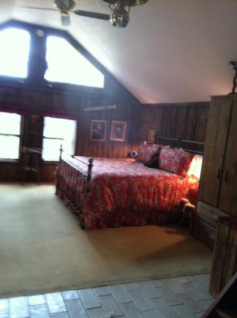 Romantic Riversong Bed and Breakfast Inn: cowboy suite