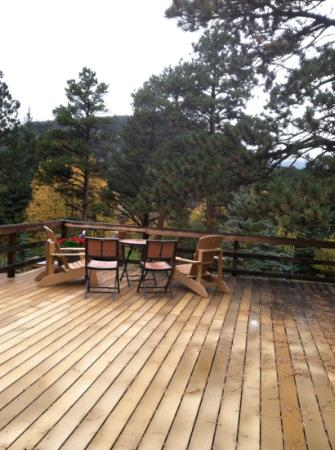 Romantic RiverSong Bed and Breakfast Inn: huge deck off our suite