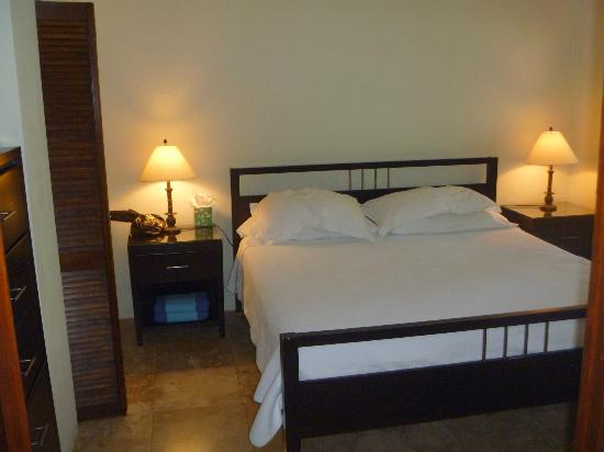 Azul del Mar: Comfortable bed and pillows