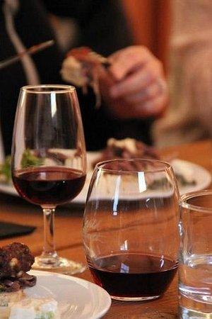 Wild Earth Outdoor Kitchen & Cellar Door: Tasting Pinot