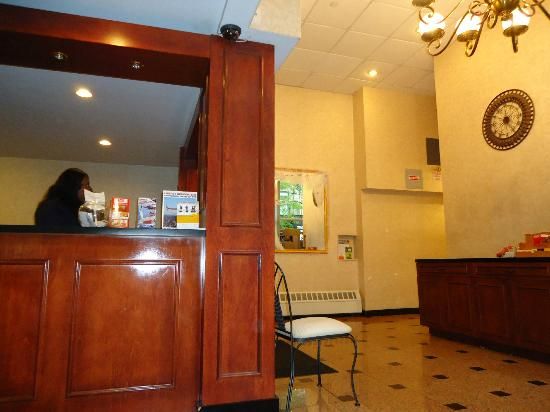 Econo Lodge Times Square: lobby
