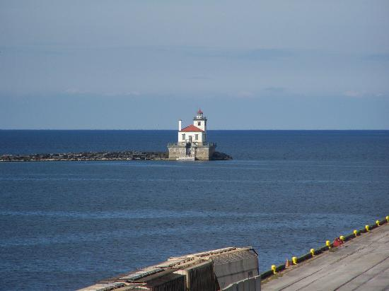 Best Western Plus Oswego Hotel And Conference Center: Pier and Lighthouse as seen from room balcony