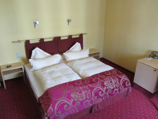 Riverside City Hotel: our bedroom
