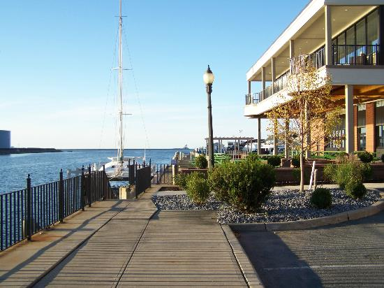 Best Western Plus Oswego Hotel And Conference Center: behind hotel, facing Lake Ontario