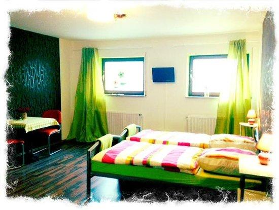 Peperoncini Restaurant & Gaestezimmer Goppingen: Room Apple, 2-4 Bett-Zimmer