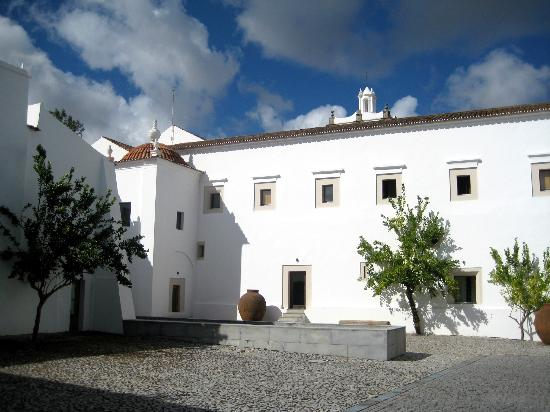 Pousada Convento Arraiolos: old convent with courtyard