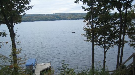 Sunrise Landing Bed and Breakfast: View of Seneca Lake from Morning Glory Suite