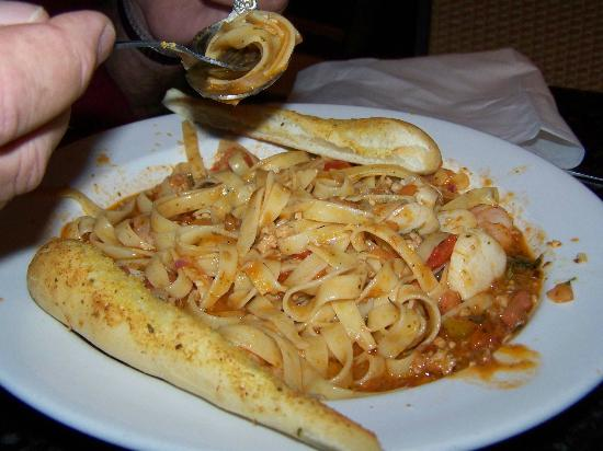 GS Steamers Bar & Grill: Seafood Pomodoro