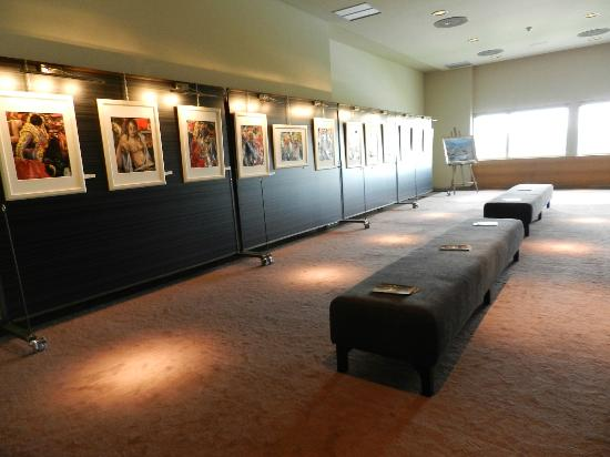 Valbusenda Hotel Bodega & Spa: Exposiciones de artistas de la zona