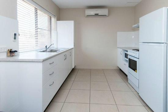 โรงแรมคอมฟอร์ทอินน์ & สวีทส์ โรเบิร์ทสัน การ์เด้นส์: Fully Self Contained Apartments/Villa Kitchen
