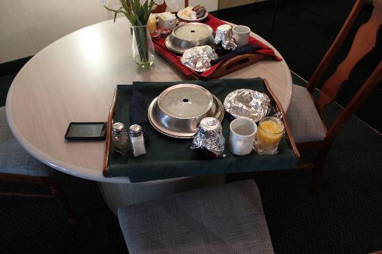 ترافل لودج هوتل بيلفيل: Room Service-Breakfast 