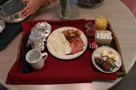 Travelodge Hotel Belleville: Room Service-Breakfast
