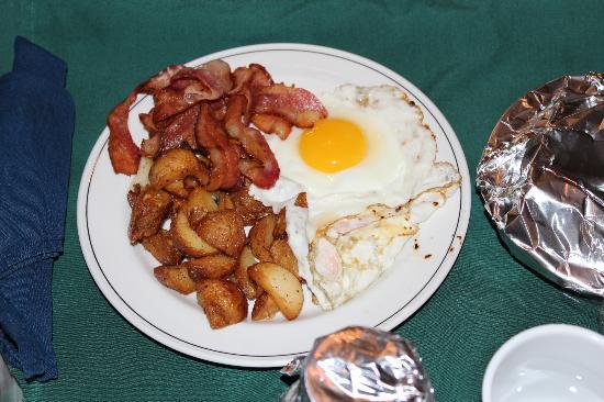 Travelodge Hotel Belleville: Room Service-Breakfast