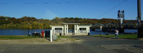 ليكسينجتون إن آند سويتس أوف ستيلووتر: Downtown Stillwater. View across river toward Wisconsin