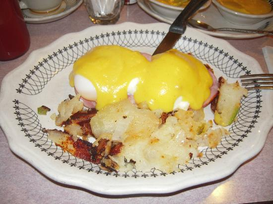 Murray Hill Diner : Eggs Benny