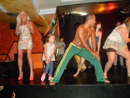 Globales Tamaimo Tropical: Evening Entertainment involving guests