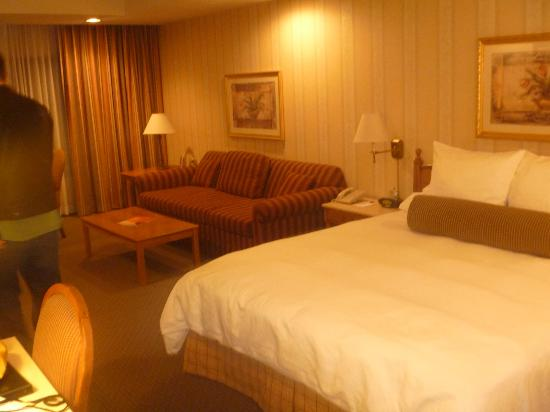 Empress Hotel of La Jolla: huge room, comfortable bed