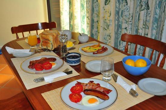 Emu Point B&B: Breakfast day 1