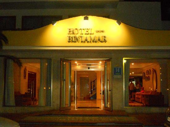 Biniamar: Entrata principale dell'hotel