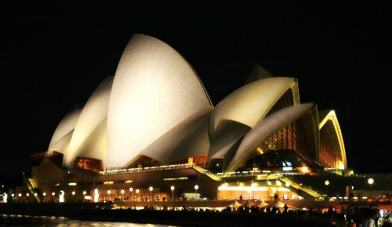 Promenade de l'opéra aux jardins botaniques : The Opera House at night